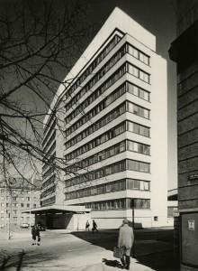 EV Välisministeerium, endine EKP KK hoone, arhitektid Mart Port, Raine Karp, Uno Tölpus, Olga Kontshajeva, valmis 1968. Foto autor teadmata. Eesti Arhitektuurimuuseum
